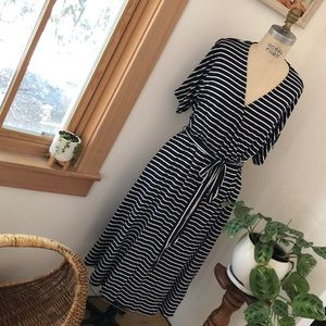 NWT Gap Navy striped dress with pockets and tie.